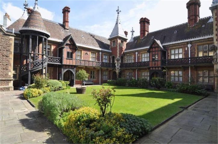 Stunning Bristol Neo-Gothic Studio - Bristol - Apartemen