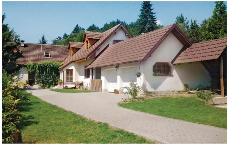 Former farm house with 3 bedrooms on 156 m²