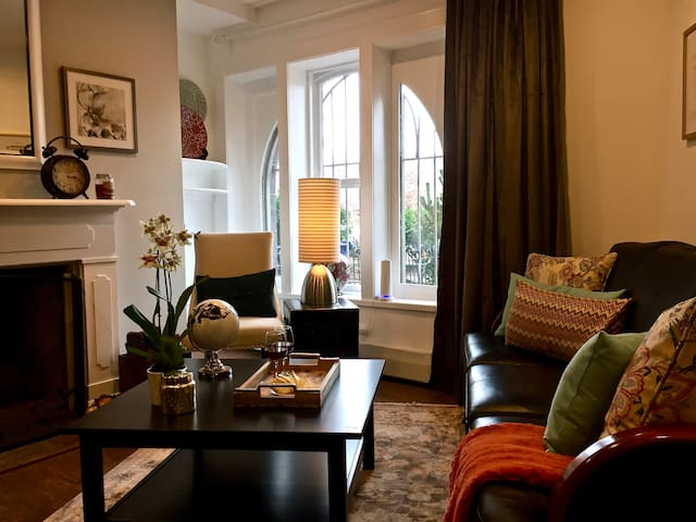 Gorgeous Capitol Hill Apartment in Historic Home!