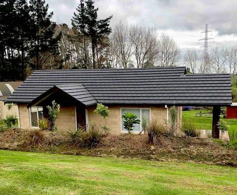 Brand New Cosy Coatesville Cottage