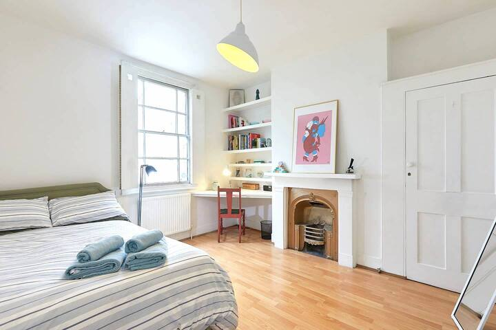 Light, Upper-Floor Double Room in Brixton, London