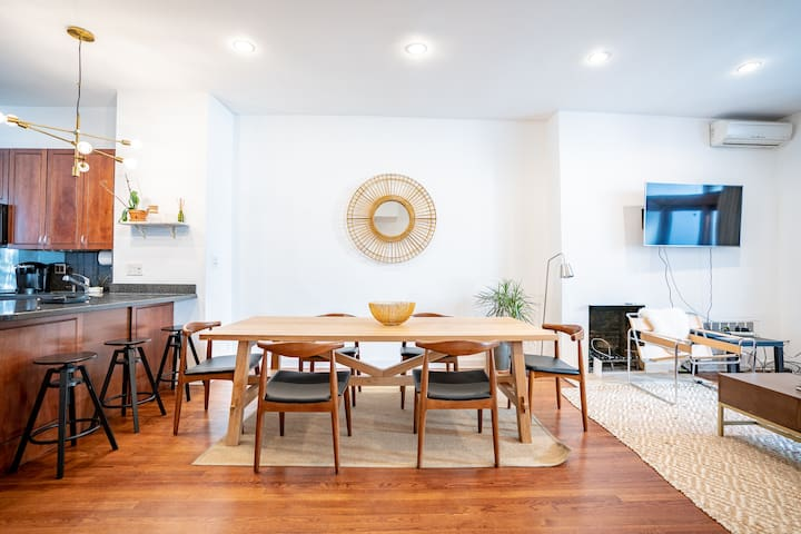 Beautiful Townhouse - Center of NYC 4br/2ba