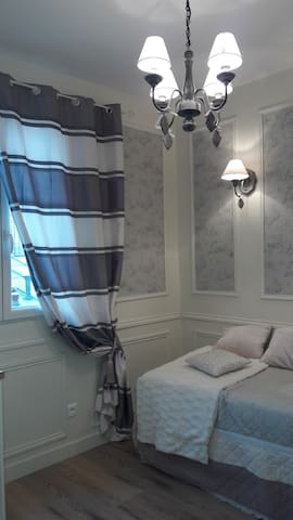 WALK TO MONTMARTRE, ELEGANT LOVE NEST - Paris - Apartment