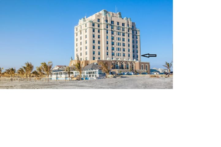 Beachfront condo in Historic Brigantine Hotel