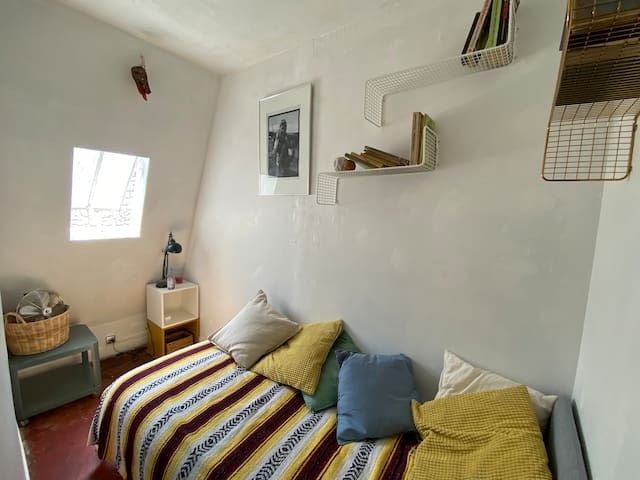 cosy room in center of Paris