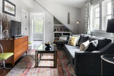 Contemporary Private Guesthouse in East Nashville