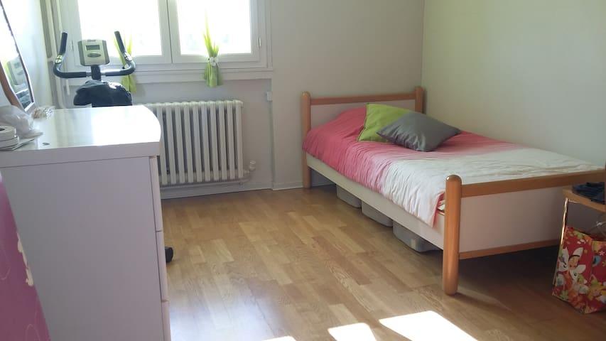 Chambre meublée calme proche centre ville - Saint-Étienne - Apartmen
