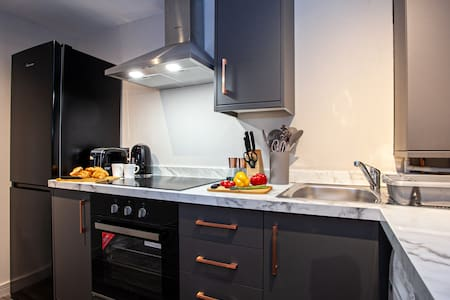 ❤ VERE STAYS - Sleeps 4 - Modern Apartment, Bury ❤