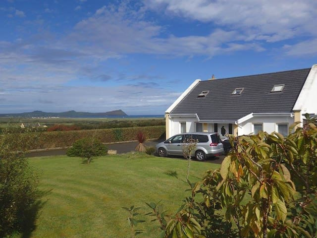 Three Sisters Holiday Home - 7km to Dingle