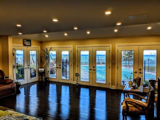 Enchanting Lakefront villa w/Breathtaking Views!
