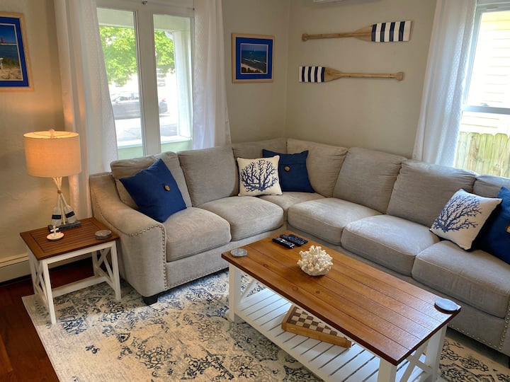 Relaxing Nautical Beach Bungalow for The Holidays