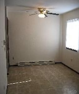 One bedroom, large closet, spacious shower - Toledo
