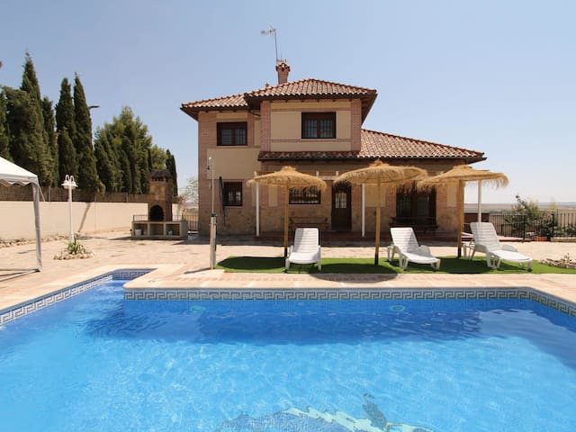 Airbnb Titulcia Vacation Rentals Places To Stay