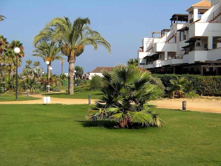 VenAVera D30B - Bajo Jardín 2Dorm/1Baño A Pie de Playa