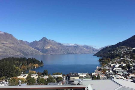Queenstown Hill 2 bedroom apartment, close to town