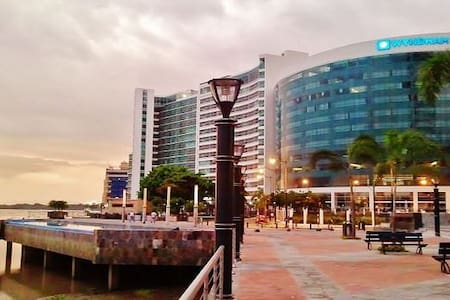 EXCLUSIVE DOWNTOWN APARTMENT - BEST SECTOR IN GYE! - Guayaquil - Apartmen