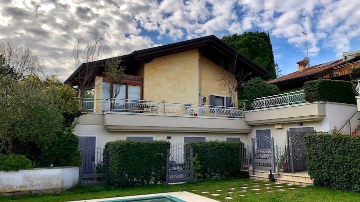 Villa con giardino e piscina sul Lago di Garda