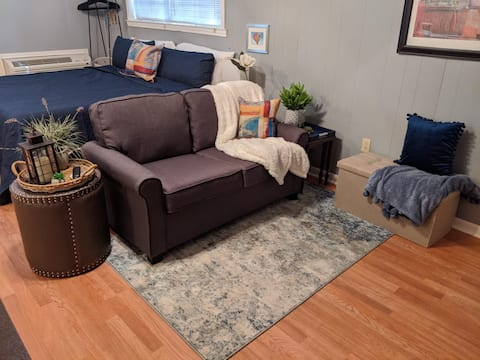 BR BLUES: A Studio-style guest house 3min from I12