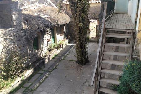 Casa Antigua con Caballos en Puno, Chucuito