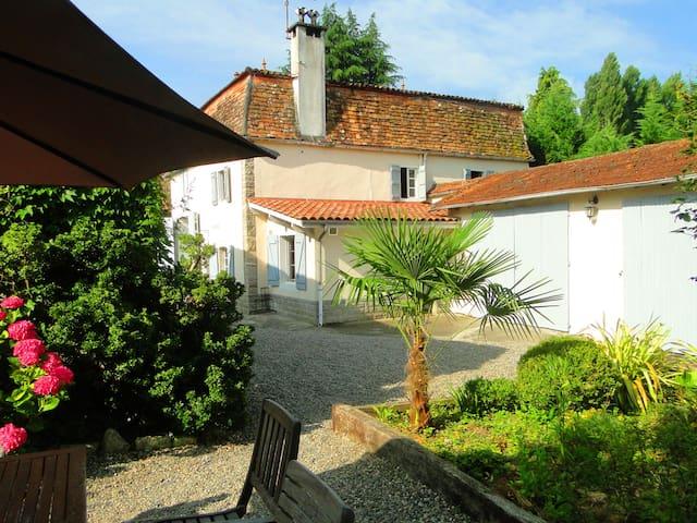 Cottage La Fontaine proche Sauveterre de Béarn - Barraute-Camu - House
