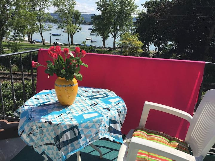"""Central Attic Apartment """"Reichenaublick"""" on Lake Constance with Lake View, Mountain View, Wi-Fi & Balcony"""