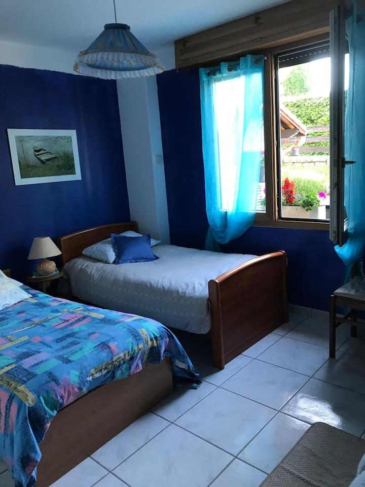 """Chambre en résidence privée """"Bleu"""""""