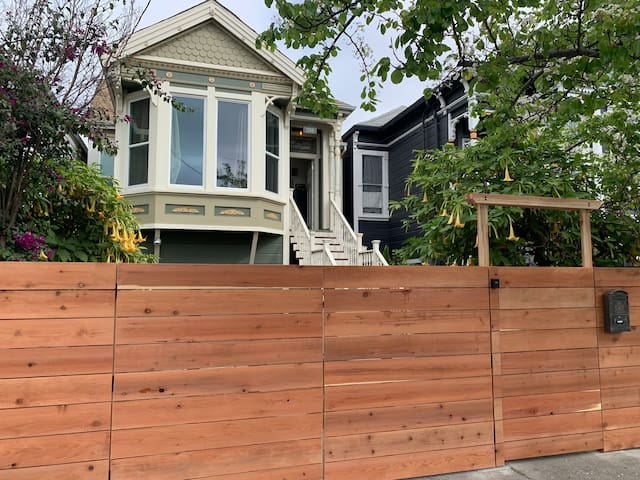 One Bedroom Oasis & Yard, Minutes to San Francisco