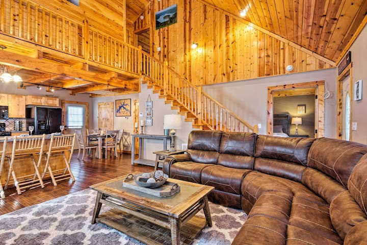 Cozy Cabin Retreat w/ Deck By Golf & Bass Fishing!