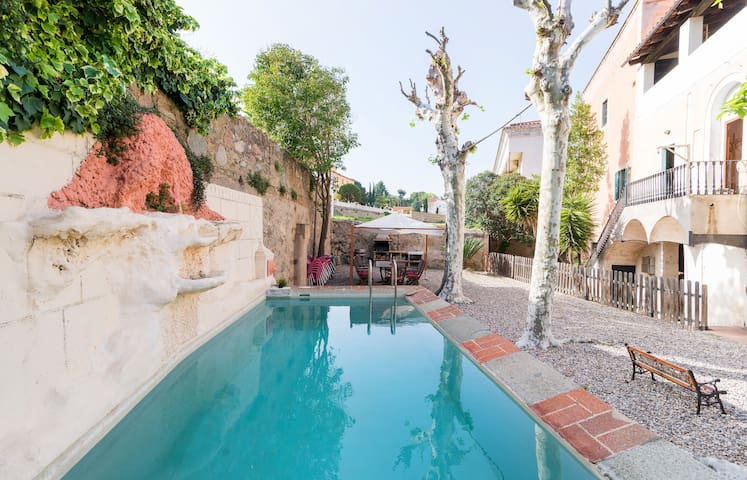 Sunny Home with pool and garden - 25 min to BCN