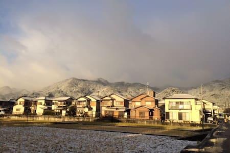 《湖光山色》ー 乘电车17分钟到京都车站(JR) - Ōtsu-shi - Hus