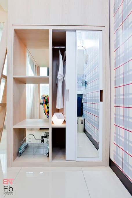 Wardrobe, full-lenght mirror and storage space