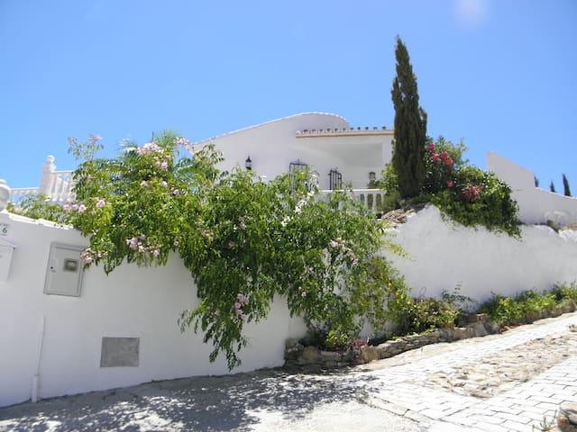 Casa Vista de Sierra, Los Romanes, Andalucía - Viñuela - Huvila