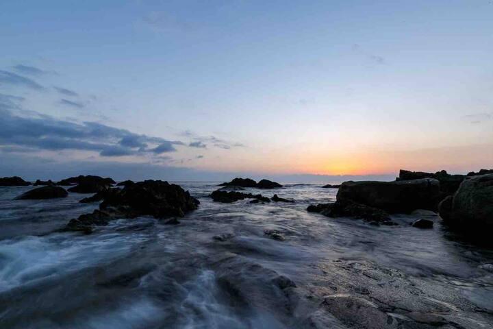 Hirauchi Kaicyu Onsen  high tide  平内 海中温泉 満潮時 温泉が海の中に沈みます。