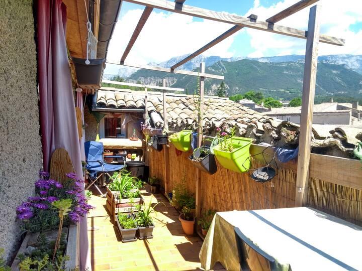 Logement agréable avec terrasse et très belle vue