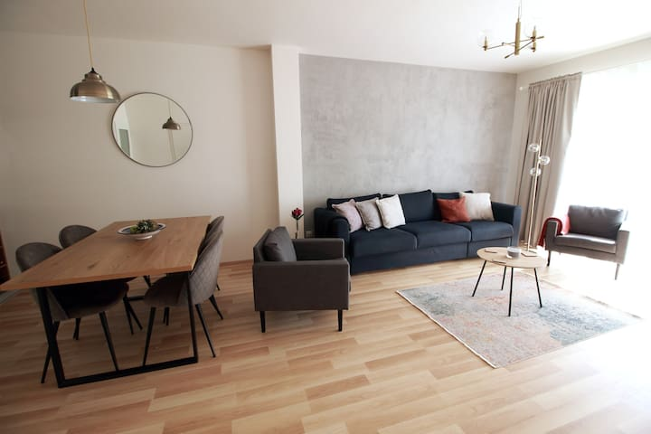 Large modern 3 bed house private garden in Mikulov