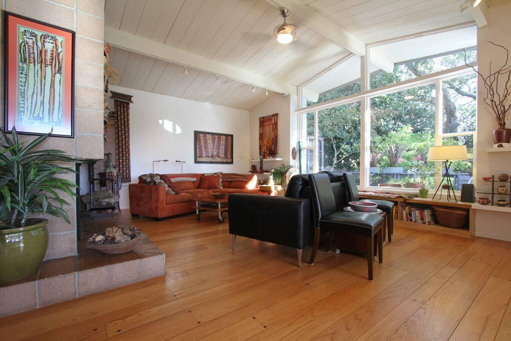 Integrated main floor plan, living/dining/kitchen