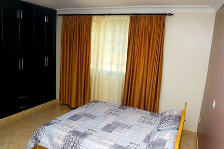 Spacious, Quiet,close to Road,and well Enclosed - Kampala
