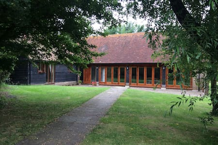 Rural Sussex barn conversion by golf course, - Ditchling - Lejlighed