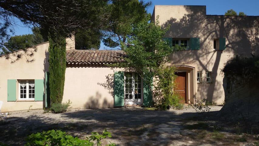 architect's villa in the heart of provence/luberon - Pierrevert - วิลล่า