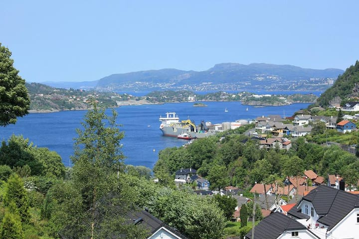House with a central location and great views - Bergen - Hus