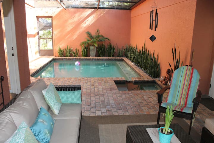 Spacious studio w/pool WinterGarden