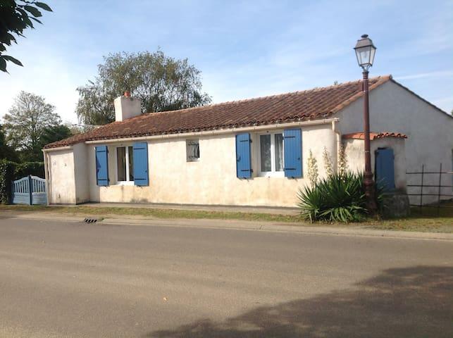 Charmante maison 4.5 km de la plage - Saint-Hilaire-la-Forêt