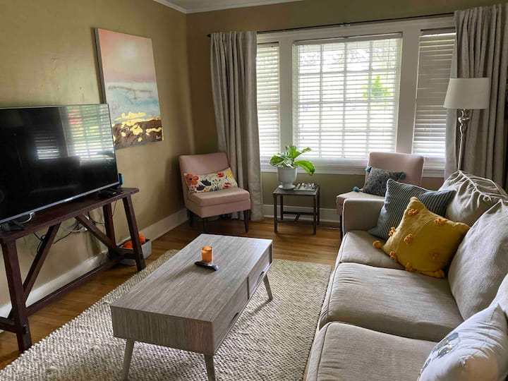 Affordable Home in the Avenues-walk to park & zoo!