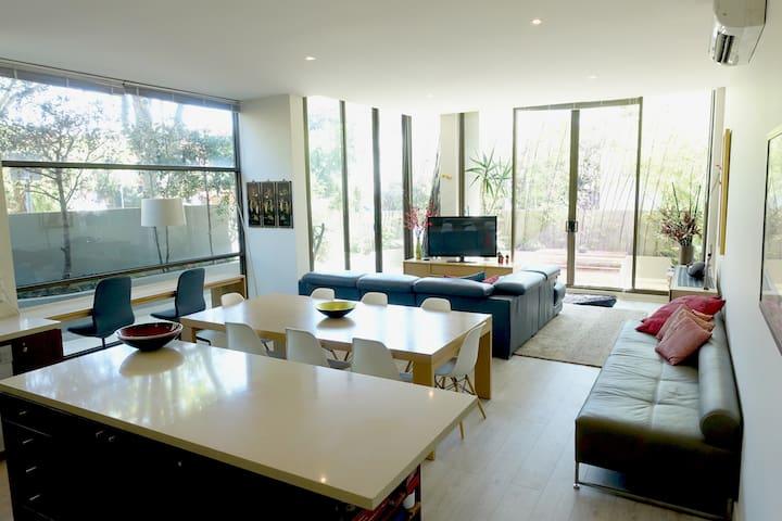 Elwood Glasshouse Luxury 2 Bedroom Apartment