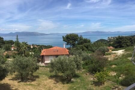 Επιπλωμένες γκαρσονιέρες - Anatoliki Attiki