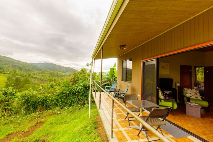 Cozy Cottage with View in Turrialba