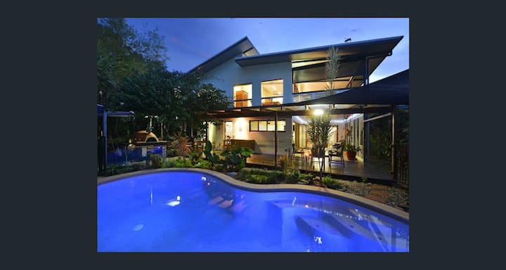 Cairns tropical garden apartment with pool