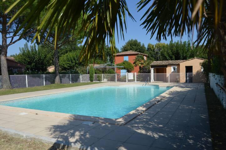 villa climatisée avec piscine - Montboucher-sur-Jabron - บ้าน