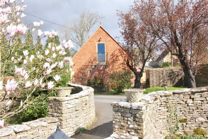 Paxford 5* Studio Great Views Tennis Parking...Fun - Chipping Campden/ Moreton in Marsh  - Apartment