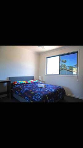 Tiny cute bedroom in townhouse can have 1-2 people